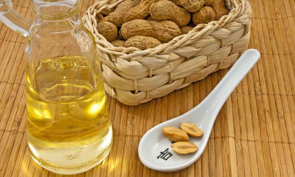 1296727771_w640_h640_peanut_oil_and_peanuts_er__el_fotolia_37584608_m